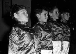 1965_36SoldiersBackstage