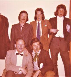 1975_16Backstage